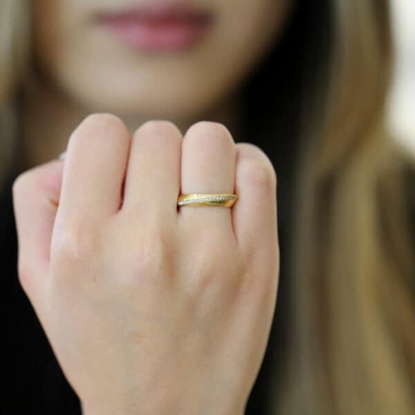 angela hubel 18k rose gold diagonal diamond wedding ring designyard contemporary jewellery gallery dublin ireland