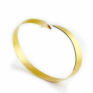 contemporary jewellery art designyard dublin ireland arc bracelet cardillac yellow gold