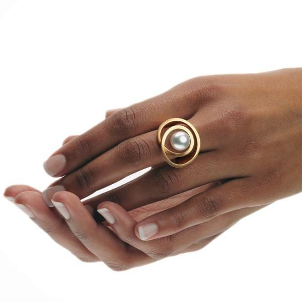 18k Rose Gold White Pearl Pirouette Ring