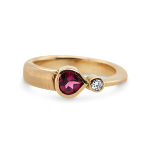 friederike grace 18k rose gold rhodolite garnet comet ring designyard contemporary jewellery gallery dublin ireland handmade jewelry design designer irish jewellers shop