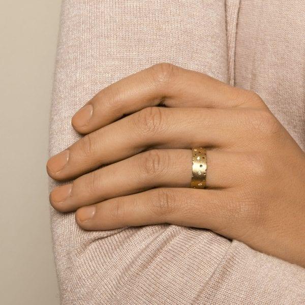18k Yellow Gold Scattered Diamond Ring DesignYard