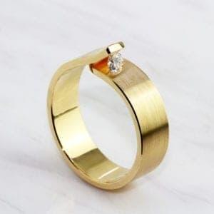 contemporary jewellery art rings designyard dublin ireland cardillac alternative engagement ring diamond
