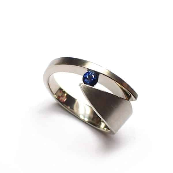 contemporary art jewellery rings sapphire designyard dublin ireland cardillac daisy ring