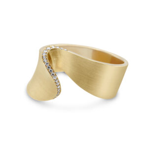 cardillac 14k yellow gold spaanse danseres diamond ring designyard contemporary jewellery gallery dublin ireland handmade jewellery design designer irish jewellers shop