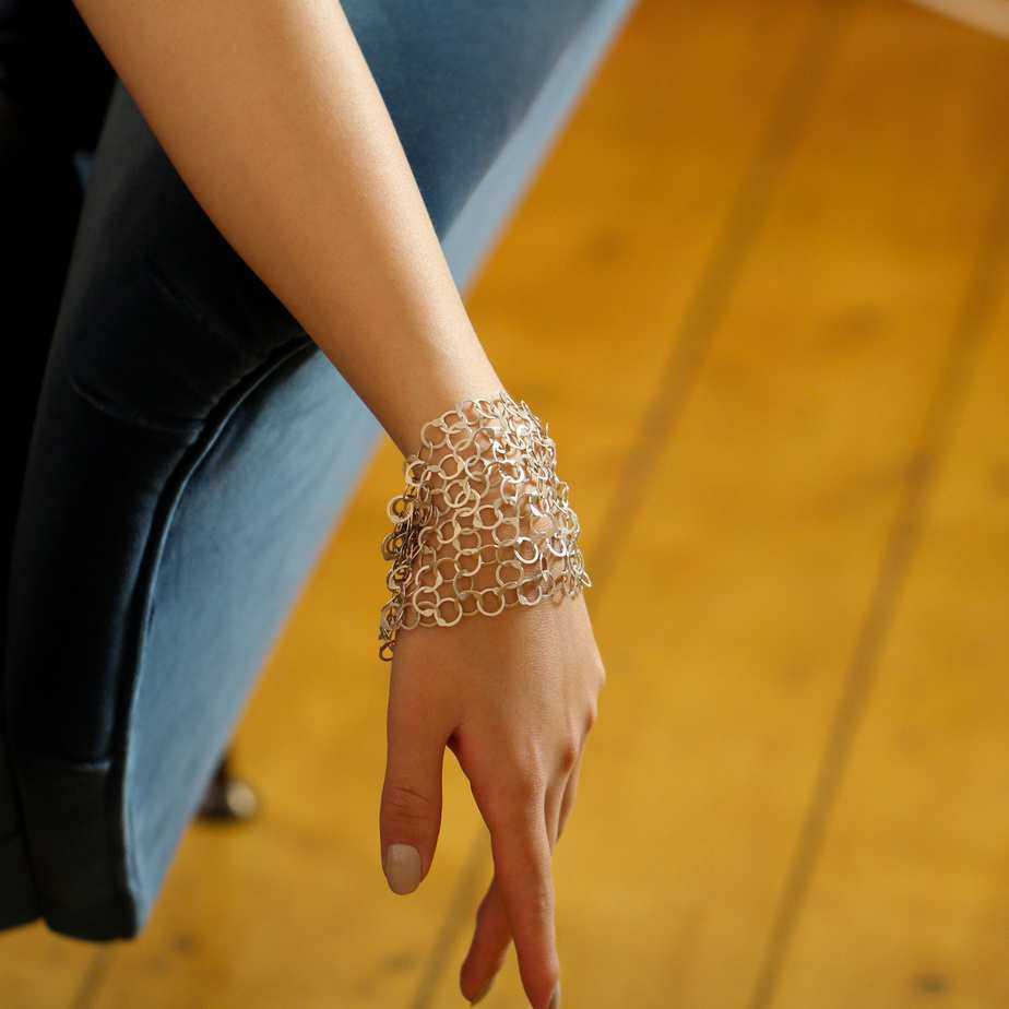erik urbschat sterling silver armschmuck bracelet queue endlos designyard contemporary jewellery gallery dublin ireland