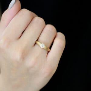 niessing spannring tapered 18k rose gold cinnamon diamond engagement ring designyard contemporary jewellery gallery dublin ireland alternitive engagement ring red dot design award winning