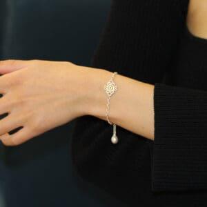 brigitte adolph silver mona lisa pearl bracelet 2464-ag-sw-1 designyard contemporary jewellery gallery dublin ireland handmade jewelry design designer jewellers shop