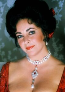 Elizabeth Taylor wears La Peregrina on her Cartier necklace inspired by Mary I of England