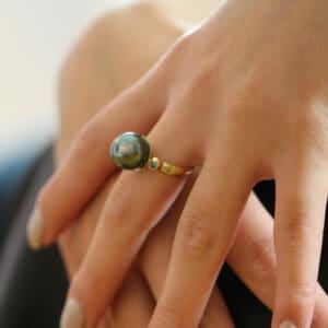 cassie mccann 18k yellow gold athena collection tahitian pearl green blue diamond ring designyard contemporary jewellery gallery dublin ireland