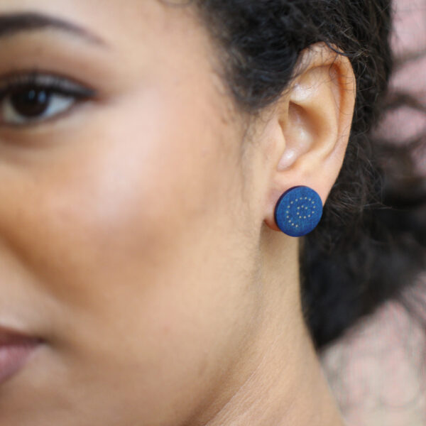 roger bennett sterling silver blue spiral maple earrings with silver inlay designyard contemporary jewellery gallery dublin ireland handmade jewelry design irish jewellers designer shop