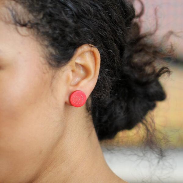 roger bennett sterling silver red spiral maple earrings with silver inlay designyard contemporary jewellery gallery dublin ireland handmade jewelry design designer irish jewellers shop